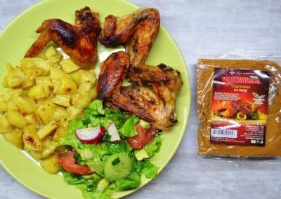 Пилешки крилца с картофи на фурна