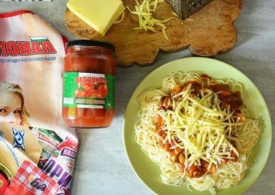 Паста с гъби в доматен сос